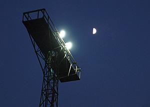 上弦の月 JR富士駅