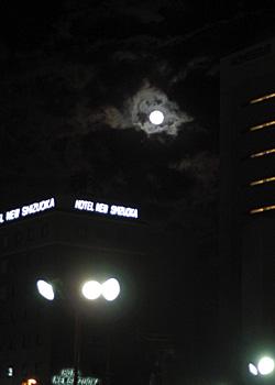 満月 月齢 14.4 2015.10.27 18:22 JR静岡駅南口