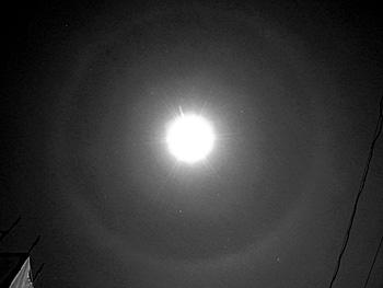 月齢 13.1の月の月暈 2015.12.24 22:22 静岡市葵区平野部 南東の空