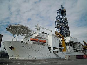 地球深部調査船「ちきゅう」 清水港興津第2埠頭 2010.02.27<br />