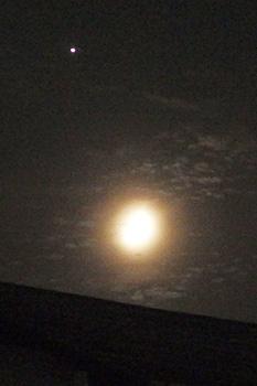 木星と月齢 6.4の月 2016.06.11 22:25 静岡市葵区平野部 西の空