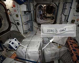 ISSに積み込まれた荷物 ※ Google+ 国際宇宙ステーション第48次長期滞在から画像引用。写真の拡大部分は筆者が追加。