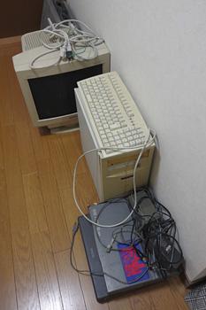 処分予定のWindows2000 デイスクトップPC 1台とMS-DOS ノートPC 2台