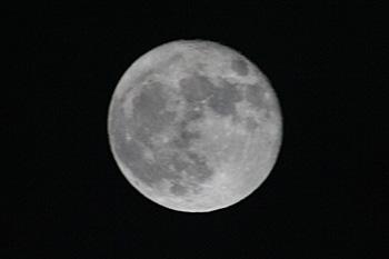 十六夜の月(月齢 15.8) 2016.11.15 23:06 静岡市葵区平野部 南東の空