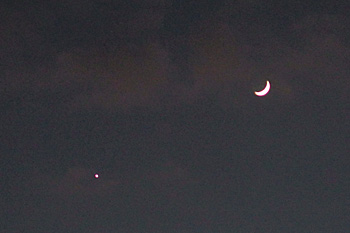 月齢 3.9の月と金星 2016.12.03 17:13 静岡市葵区平野部 南西の空