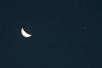 月齢 23.4の月と木星 2016.12.23 6:29 静岡市葵区平野部 南の空