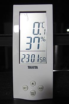 ベランダは0℃まで下がってきました
