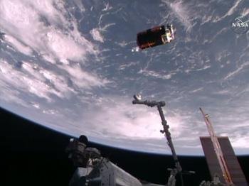 ISSから分離されたHTV6 ※ NASA TVから画像引用