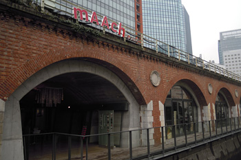 マーチエキュート神田万世橋(神田川から)