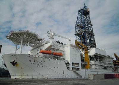 地球深部探査船「ちきゅう」 清水港興津第2埠頭