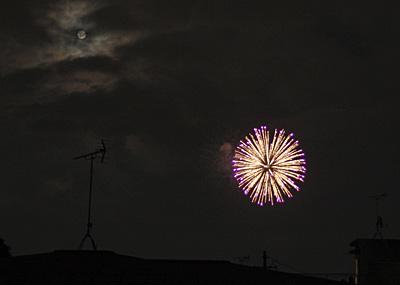 満月と清水山の花火