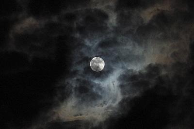 満月(月齢 15.7) 2018.08.08 22:05 静岡市葵区平野部 南東の空