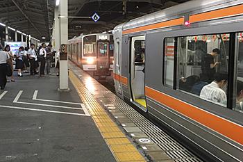 東海道本線 下り 静岡 18:50発 浜松行き 静岡駅で3両連結