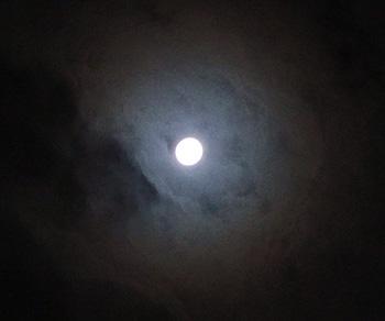 中秋の月 月齢 14.3 2017.10.04 22:38 静岡市葵区平野部 南の空
