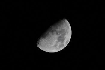 月齢 9.8の月 2017.10.29 20:52 静岡市葵区平野部 南西の空
