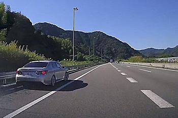 新東名高速道路の覆面パトカー 新東名下り 藤枝PA付近