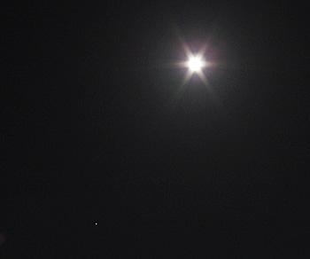 月齢13.5の月と木星 2018.04.28 22:17 静岡市葵区平野部 南東の空