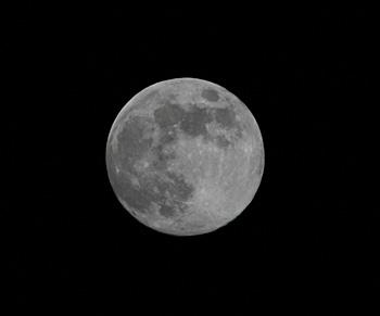 月齢13.5の月 2018.04.28 22:25 静岡市葵区平野部 南東の空