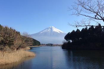 田貫湖から望む富士山 2015.12.07