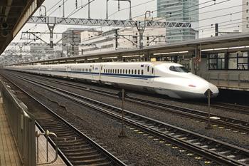 JR静岡駅 5番 上り新幹線ホームに止まる新幹線