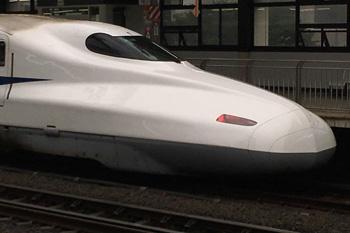 16号車(東京方面先頭車両) の赤いテールライト