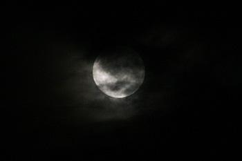 満月(月齢 14.4) 2018.07.27 21:41 静岡市葵区平野部 東の空