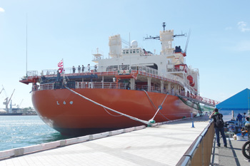 砕氷艦「しらせ AGB5003」/海上自衛隊