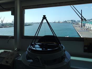 砕氷艦「しらせ」 艦橋から前方を望む