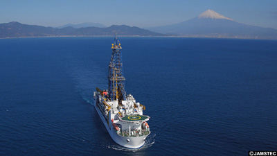 地球深部探査船「ちきゅう」  ※ 海洋研究開発機構のサイトから引用