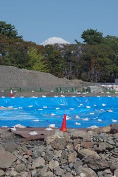 駿府城公園 駿府城天守台発掘現場から望む富士山