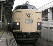 静岡駅に停車中の583系「つばめ」