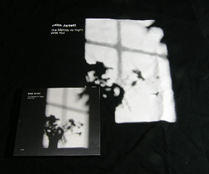 'The Melody At Night, With You'のCDとTシャツ