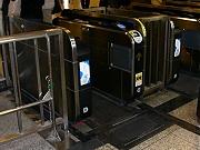 JR東京駅丸の内北口改札の「発電床」