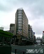 梅雨空の江川町交差点
